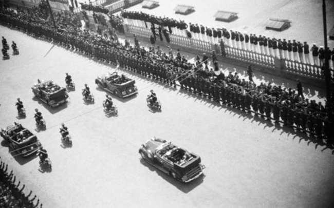 I napoletani con l'ironia demolirono Hitler: Ecco cosa fecero