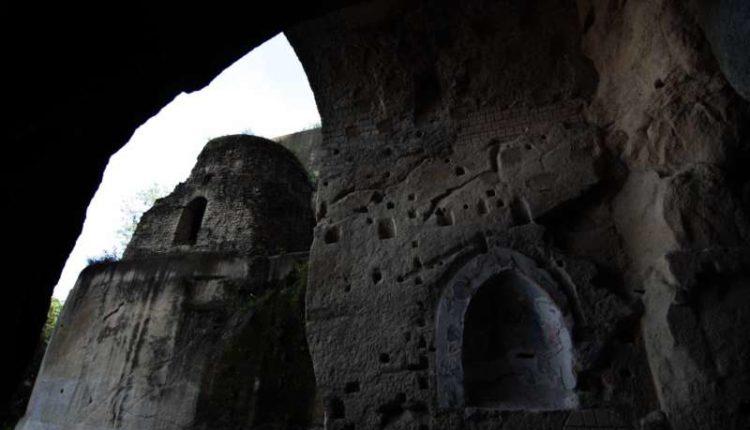 la Crypta neapolitana o tomba di Virgilio a Napoli, era un tunnel militare.