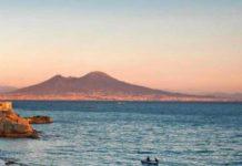 Napoli una città sorprendete. Accomodatevi, per piacere.