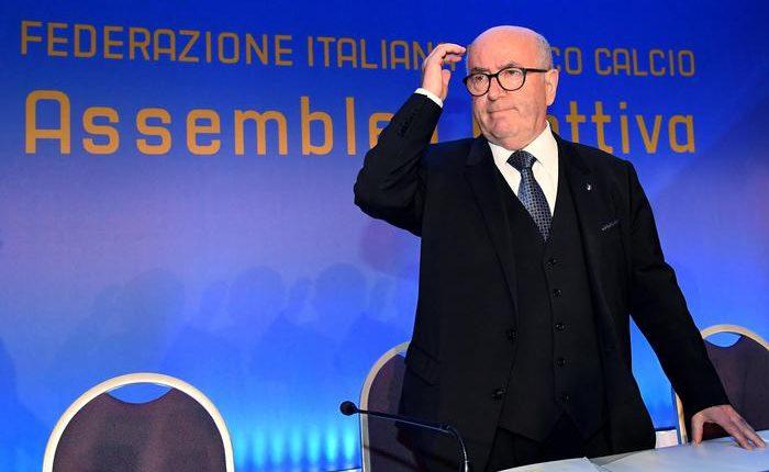 Serie A. Rieletto Tavecchio, l'aiutino viene dagli arbitri.