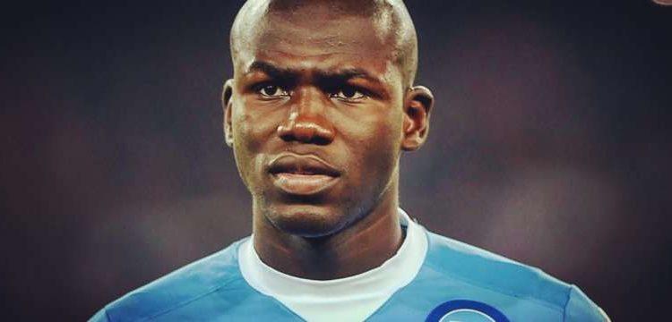 Koulibaly al centro del mercato Sarri prova a convincerlo. Il difensore azzurro sta ricevendo molte offerte dalla premier.