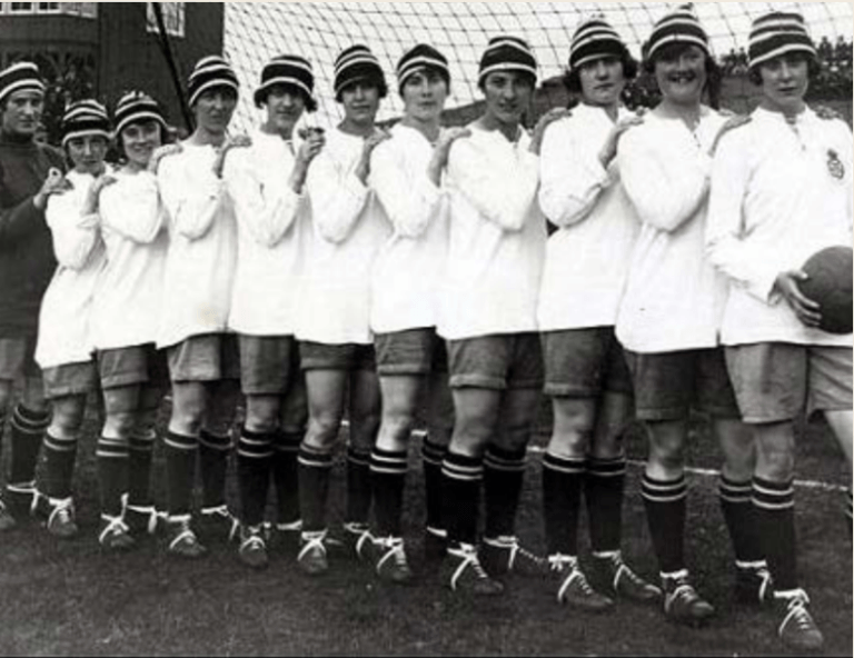 qual è stata la prima squadra di calcio femminile?