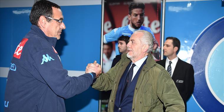 Il clamoroso retroscena:Fassone ha contattato Sarri. Il Milan pronto a pagare la clausola. De Laurentiis prova a blindare il tecnico.