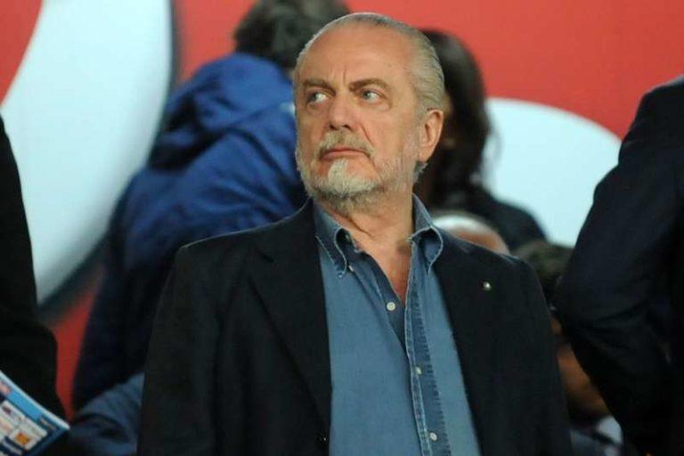 I tifosi del Napoli querelano Libero. De Laurentiis torna da Los Angeles