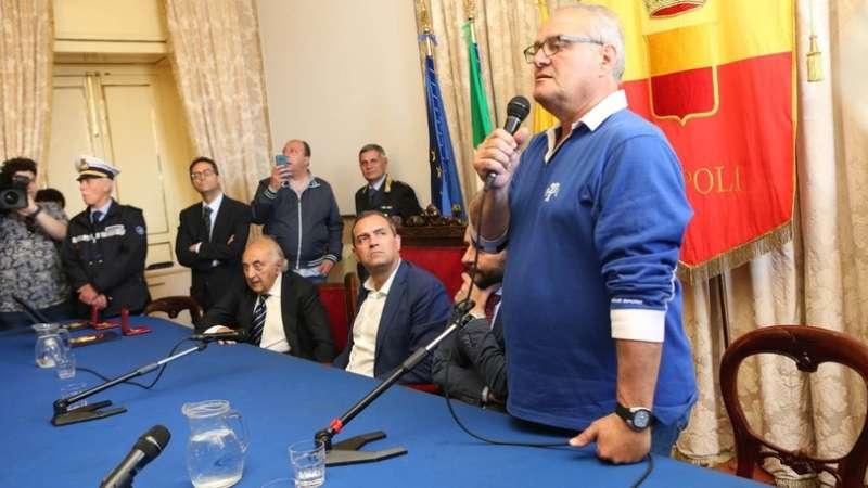 Scambio d'accuse Comune-De Laurentiis. San Paolo chiuso per le vecchie glorie del Napoli