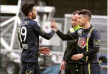 giocatori del Chievo dedicano una canzone a Totti