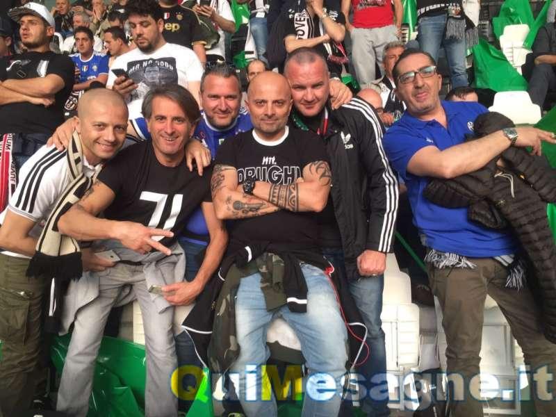 tifosi juventini picchiati - Tifosi della juve di ritorno a Brindisi picchiati da napoletani