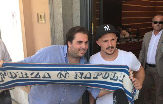 Dimaro Mario Rui felice di ritrovare Sarri. Inizia oggi la  nuova avventura  napoletana per il portoghese ex Roma atteso a breve nel ritiro trentino.