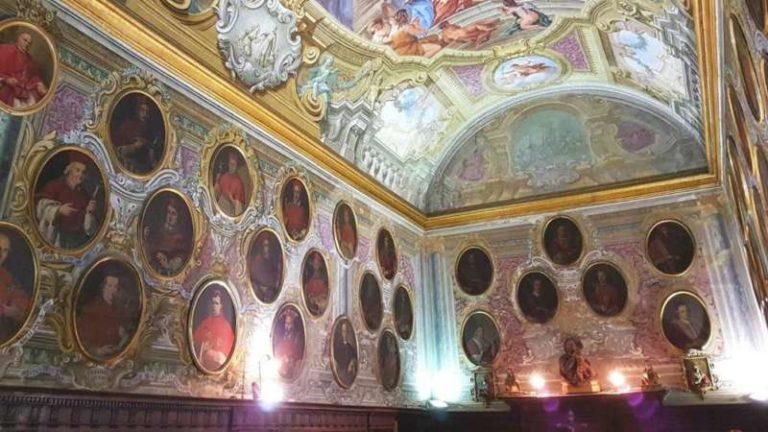 La Cappella dei giustiziati o Compagnia dei Bianchi della Giustizia. Racconta la storia di Napoli attraverso le vicende dei condannati a morte.