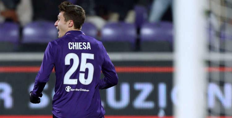 Niente Napoli per Chiesa.Gli azzurri beffati da Ausilio. L'esterno rinnova il contratto con la Fiorentina, ma dietro c'è l'Inter.