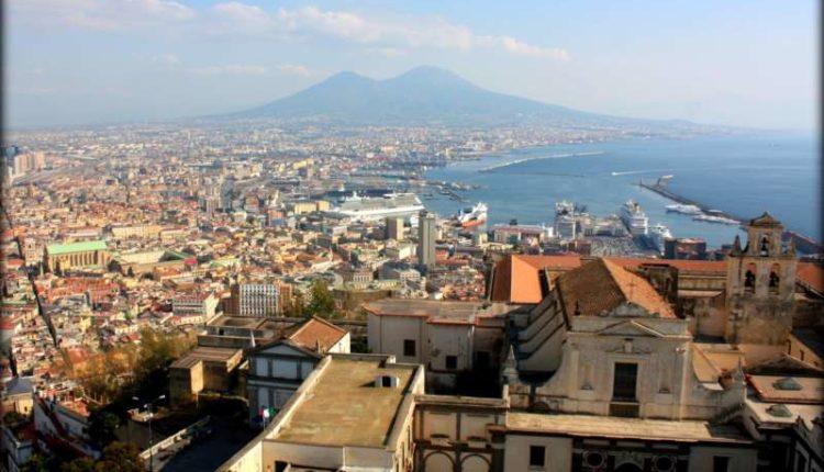 L'indipendent visitate Napoli è affascinante.