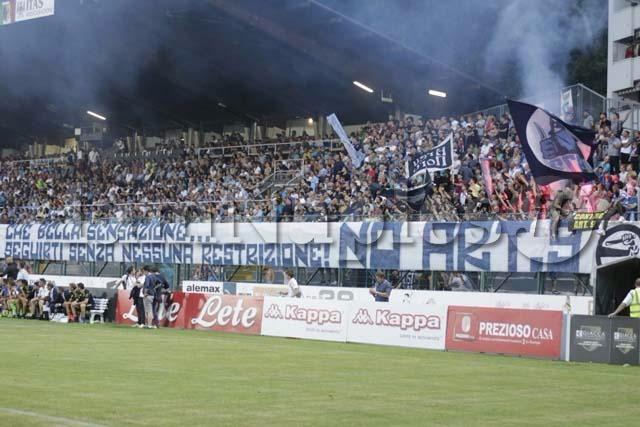 Napoli-Chievo 70 ultrà entrano senza biglietti. Tafferugli con la polizia Cori e scritte contro la Tessera del tifoso.