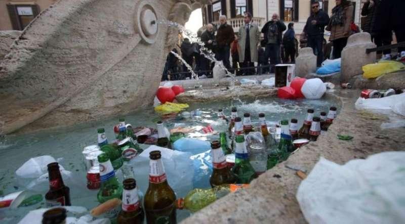 I tifosi del Feyenoord e le fontane di Napoli. Gli olandesi scatenati su Facebook postano le immagini delle fontane partenopee. Scatenando i Napoletani.