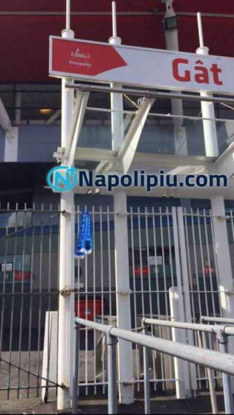 Cardiff spunta la sciarpa del Napoli al Millenium stadium