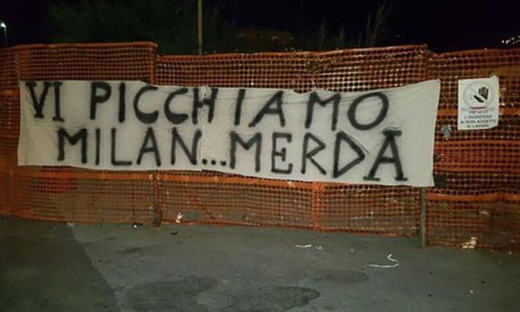 Catania tifosi del Milan picchiati, derubati e denudati. Catanesi assaltano un bus di milanisti vicino lo stadio, 30 tifosi aggrediti e derubati.