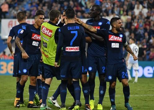 Napoli 6 unico! Ce n'è per tutti i gusti. Gli azzurri vincono le prime 6 partite di campionato: è record. L'emozione continua martedì al San Paolo.