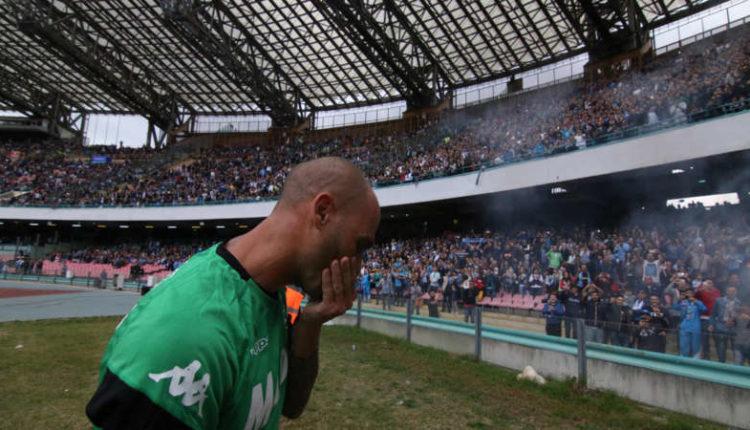 Quante emozioni per Napoli-Sassuolo.Cannavaro si commuove per lo striscione. Insigne salta ai cori anti juve.