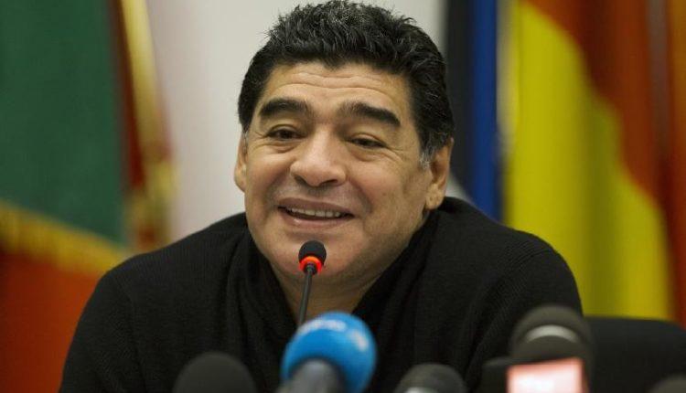"""Maradona suona la carica: """"Dai Napoli strappa lo scudetto alla Juve"""""""