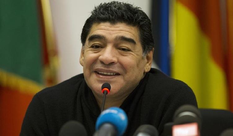 Juventus, Maradona si espone:
