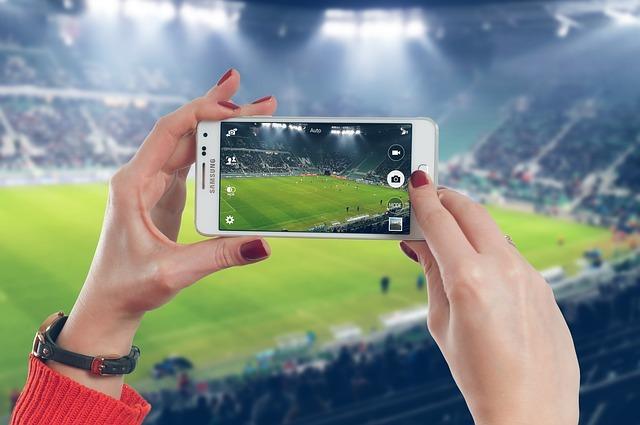 Le partite di calcio in streaming sul social sono una realtà, grazie aFacebook Watch. Si realizza la visione di De Laurentiis: Arriva ilcalcio 4.0.