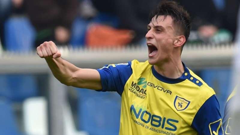Inglese napoletano. I due gol nel derby fanno eco fino a Napoli.Inglese in azzurro e Milik al Chievo.