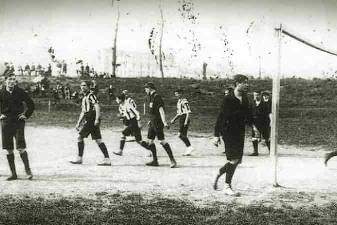 Le origini della rivalità tra Napoli e Juventus. Ecco perché Napoli e i napoletani nutrono una forte avversione ai colori bianconeri.