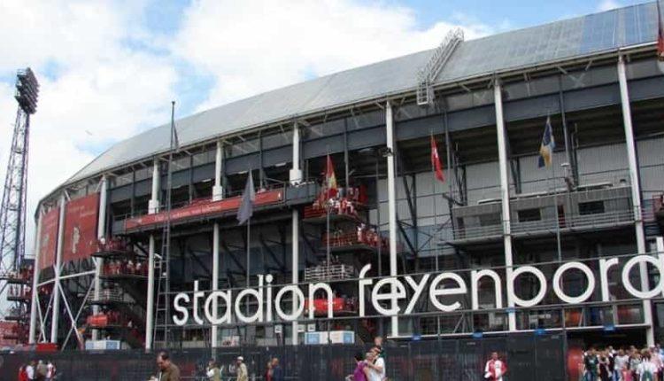 Feyenoord-Napoli a Rotterdam 1200 tifosi del Napoli allo Stadion Feyenoord. 500 poliziotti per lo strano gioco di alleanze ultrà.