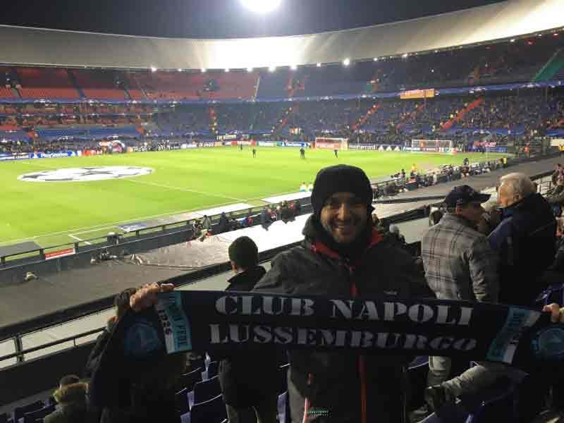 Club Napoli Lussemburgo. Al centro dell'Europa un gruppo di Napoletani ha creato un piccolo mondo partenopeo. Tifo e passione nel Granducato azzurro.