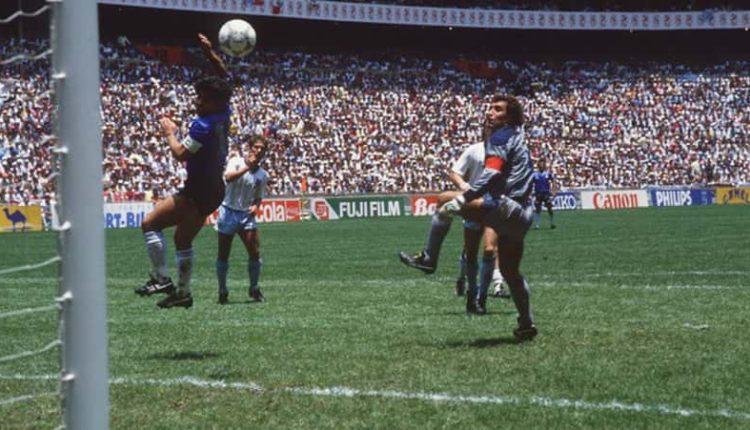 """Maradona sulla Var: """"Sia benedetta. La mano de Dios? avrei fatto così"""""""