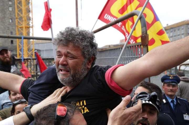Incredibile, a Torino operaio licenziato perchè tifoso del Napoli