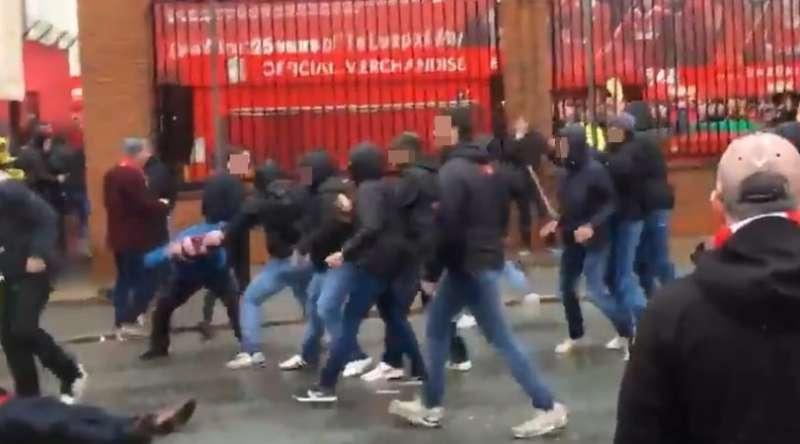 VIDEO SHOCK Scontri Liverpool-Roma, un tifoso dei Reds in gravi condizioni