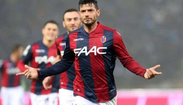 Bologna, un tifoso aggredisce Dzemaili. L'ex Napoli scappa via