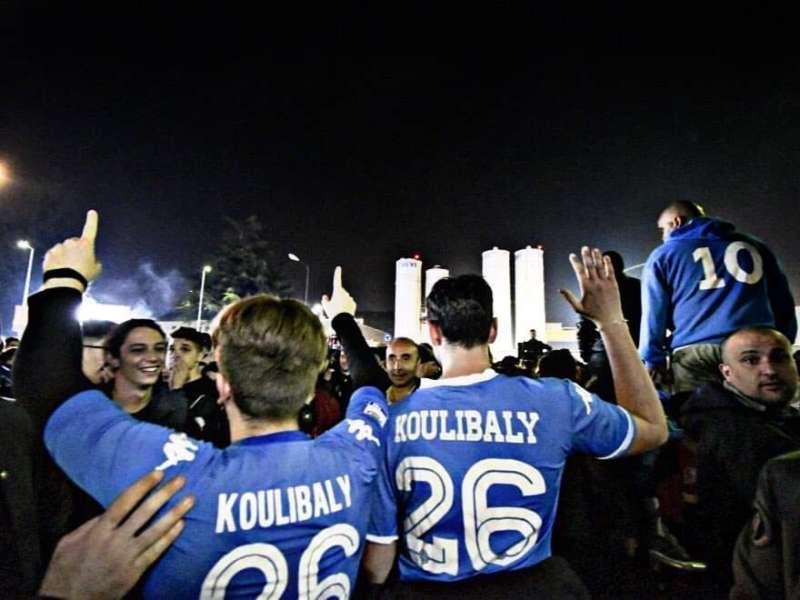 """La festa a Napoli: """"è stata la squadra a cambiare il percorso del Pullman"""