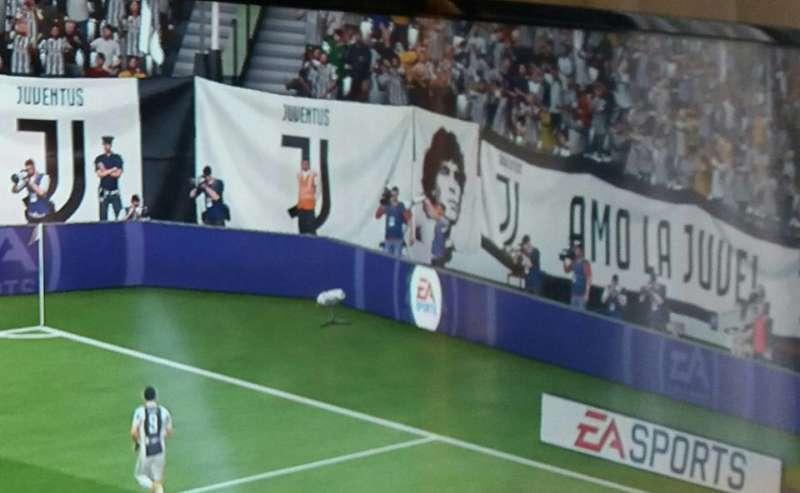Su Fifa 2018 l'effige di Maradona nella curva Juventina