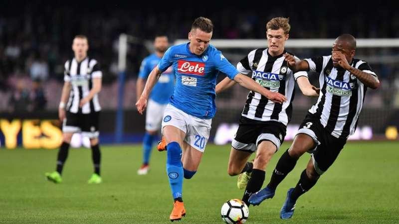 Napoli-Udinese 4-2. Il Crotone riapre il campionato. Striscione al San Paolo