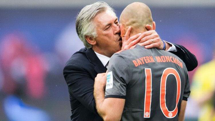 """I tifosi del Napoli si chiedono: """"perchè con Ancelotti arriveranno grandi giocatori e con Sarri no"""". A loro ha risposto al redazione di Kiss Kiss Napoli."""