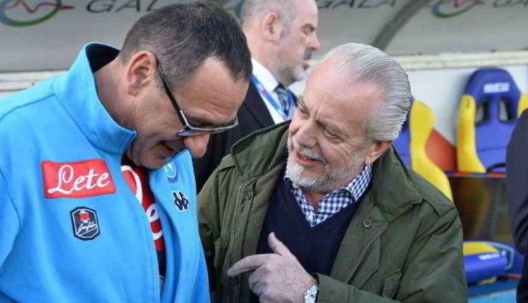 De Laurentiis vuole tenere Sarri Stasera l'incontro. Il presidente è disposto ad arrivare fino a 4 milioni a stagione. Da valutare la volontà di Sarri. il tecnico accetterà ?