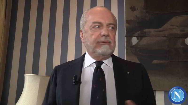 Aurelio De Laurentiis tuona contro gli arbitri e l'uso del Var. Il presidente del Napoli ha parlato anche del futuro di Sarri e degli allenatori da Napoli che sta seguendo.