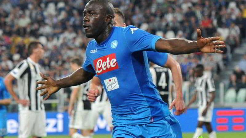 """Il Club Napoli Lussemburgo ha incontrato il difensore del Napoli nel principato. Il presidente Andrea Castaldo gli ha chiesto: """"Koulibaly resta con noi""""."""