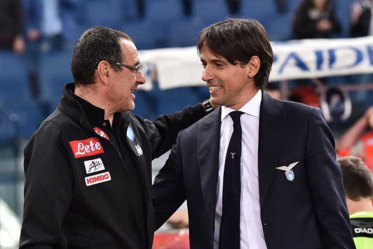 Il rapporto tra Sarri e De Laurentiis potrebbe finire dopo tre anni di grande bellezza. Secondo le ultime voci De Laurentiis ha parlato con Simone Inzaghi, ricevendo la disponibilità al trasferimento. Piacciono anche Ancelotti e Emery.