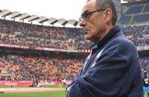 Tra gli otto e i nove milioni di euro all'anno è l'offerta faraonica dello Zenit per Sarri. De Laurentiis aspetta la risposta di Maurizio Sarri poi penserà ai vari Emery, Ancelotti, Inzaghi e Giampaolo.