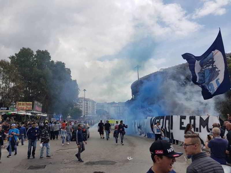 Napoli, tifosi contro gli arbitri fuori dallo stadio