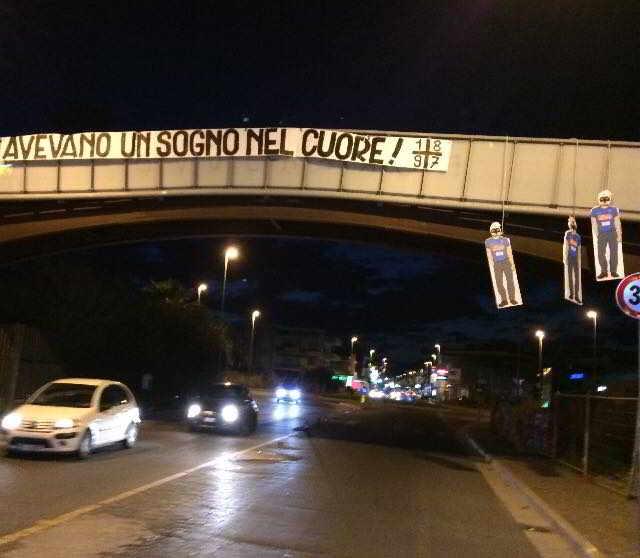 """Mondragone, striscione contro il Napoli e manichini appesi: """"Avevano un sogno nel cuore"""" . I tifosi juventini della Campania escono allo scoperto festeggiando il titolo della seconda squadra di Torino."""