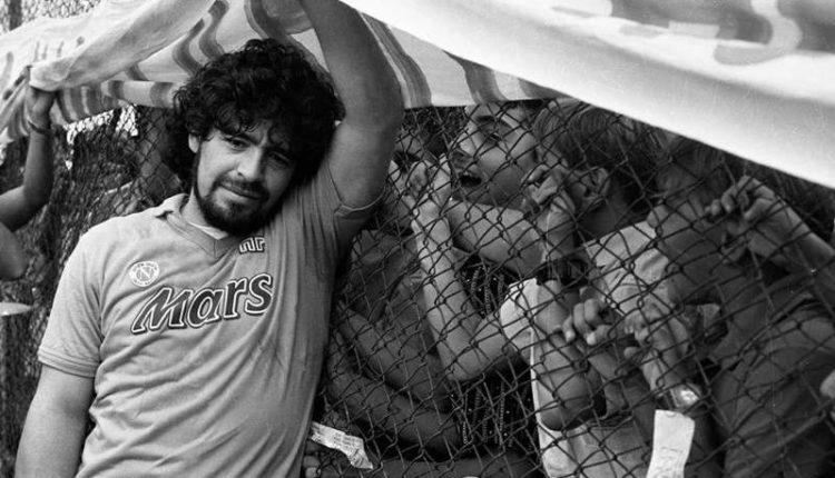 """""""Maradona"""" di Sergio Siano. Grande ricordo per chi c'era o ne ha soltanto sentito parlare"""