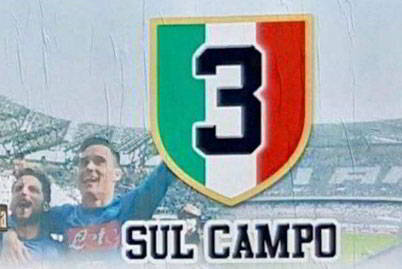 """Spunta a Napoli il cartellone"""" 3 sul campo"""". La juventus si fregia sul suo sito ufficiale di due scudetti in più tolti dalla giustizia sportiva (sarebbero molti di più), gli azzurri rispondono con """"tre sul campo"""". Ecco perchè."""