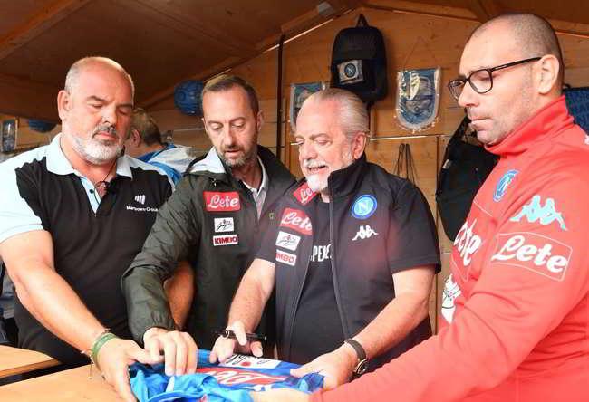 "De Laurentiis: ""non ho preso Cavani e non lo prenderò. Vidal falso, Diiaz? non lo conosco..."""