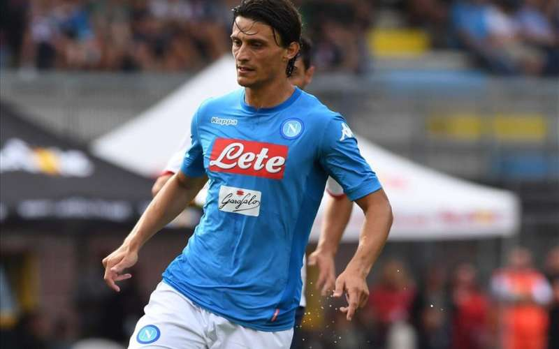 """Offese roberto Inglese: """"Via da Napoli, mezzo giocatore"""". In molti si dissociano"""