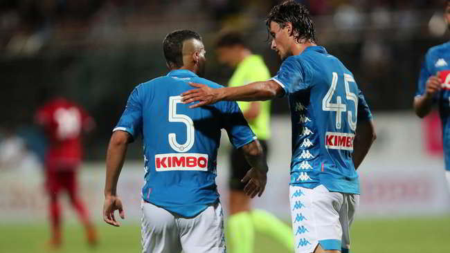 """Napoli Carpi 5-1. Gli azzurri danno spettacolo con il 4-3-3 """"camaleontico"""""""