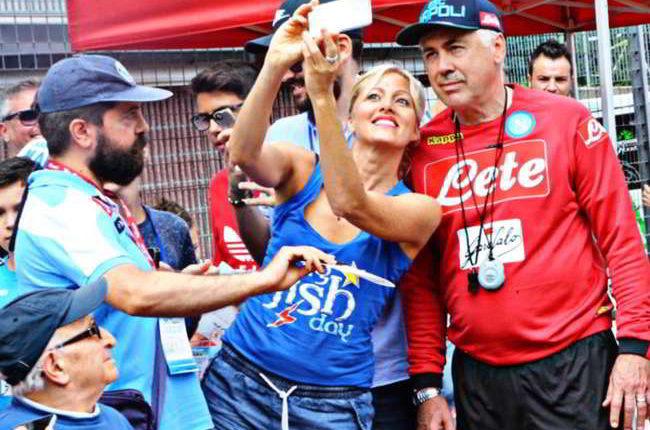Gli autografi per i tifosi: Ennesimo scivolone del calcio Napoli