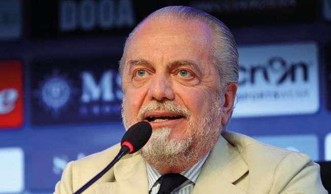 Da Bari, a Napoli contestano De Laurentiis: «Qui non investe, poi compra il Bari»